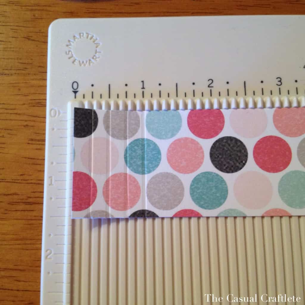 Using a scoring board to make a paper rosette