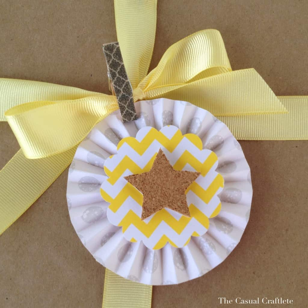 Using a paper rosette as a tag on packaging