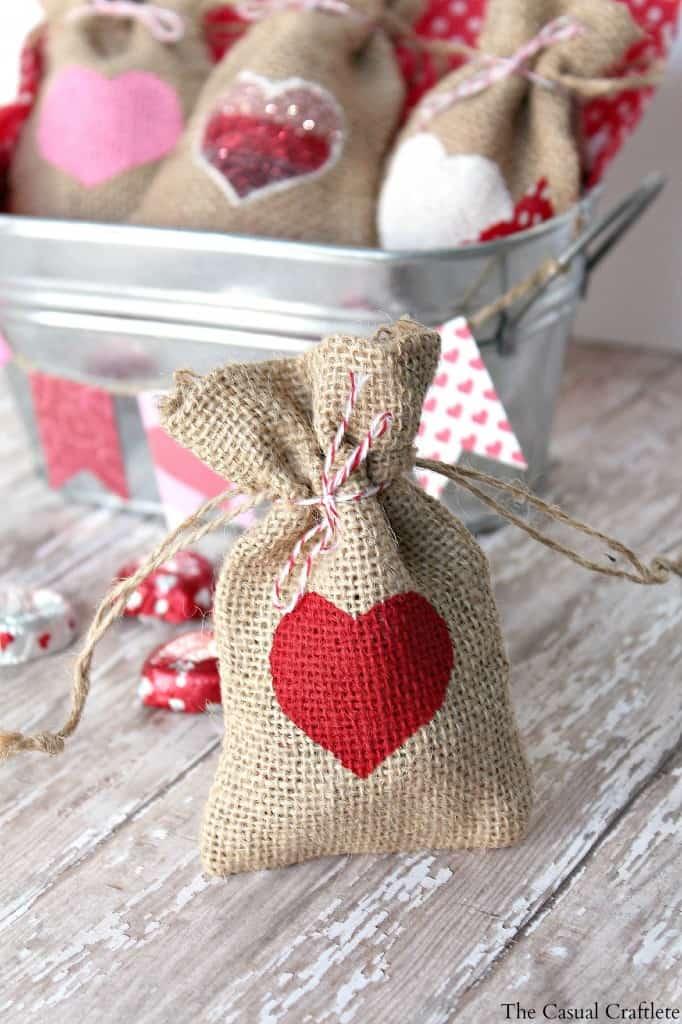 DIY Valentine's Day Gift Bag #burlap #Valentines #giftbags #DIY #treatbags