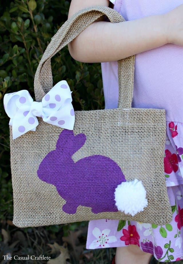 DIY Burlap Bunny Bag #Easter #burlapbag #DIY #craft
