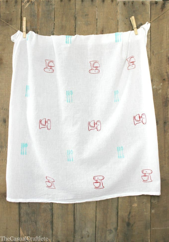 Retro Stamped Tea Towel www.thecasualcraftlete.com