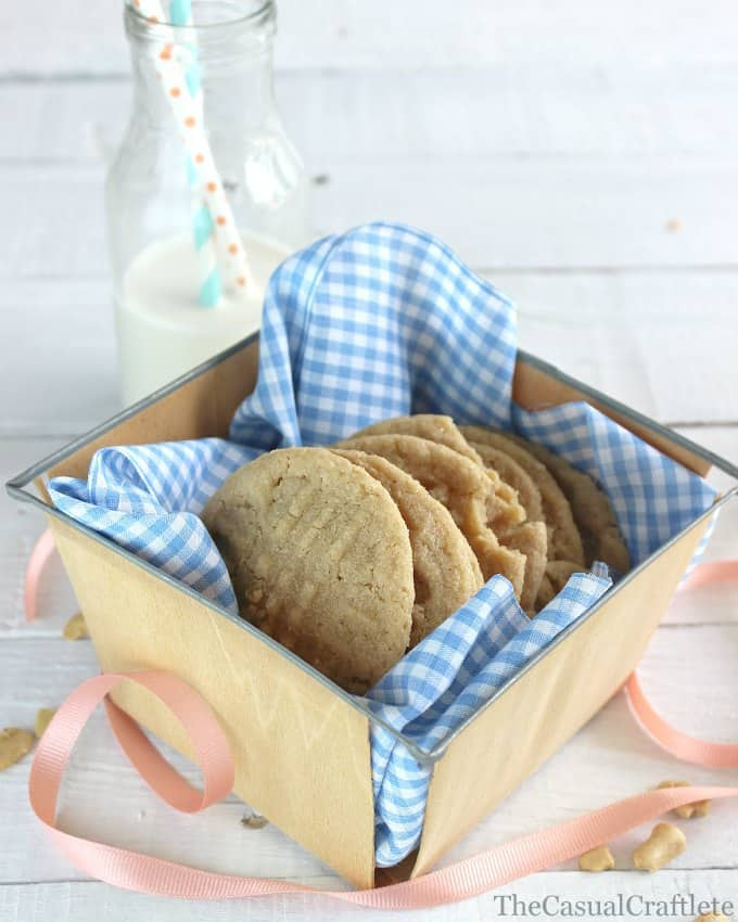 Cashew Butter Cookies recipe by www.thecasualcraftlete.com