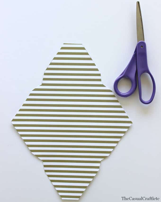 How to make a paper envelope by www.thecasualcraftlete.com