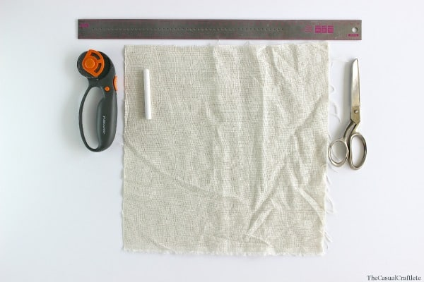 How to make linen napkins by www.thecasualcraftlete.com