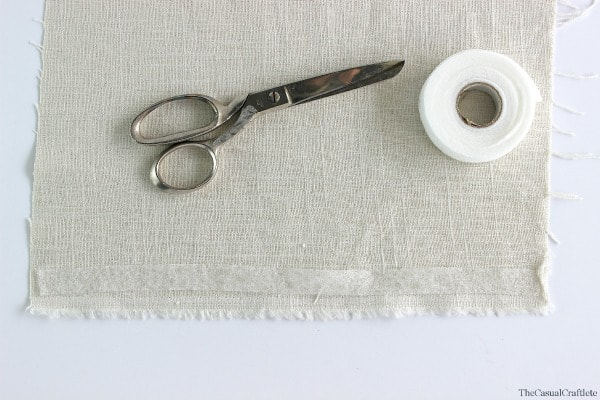 How to make no-sew linen napkins by www.thecasualcraftlete.com