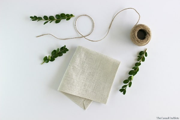 No-Sew Rustic Linen Napkins by www.thecasualcraftlete.com