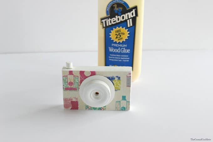 Easy to make wooden toy camera by www.thecasualcraftlete.com