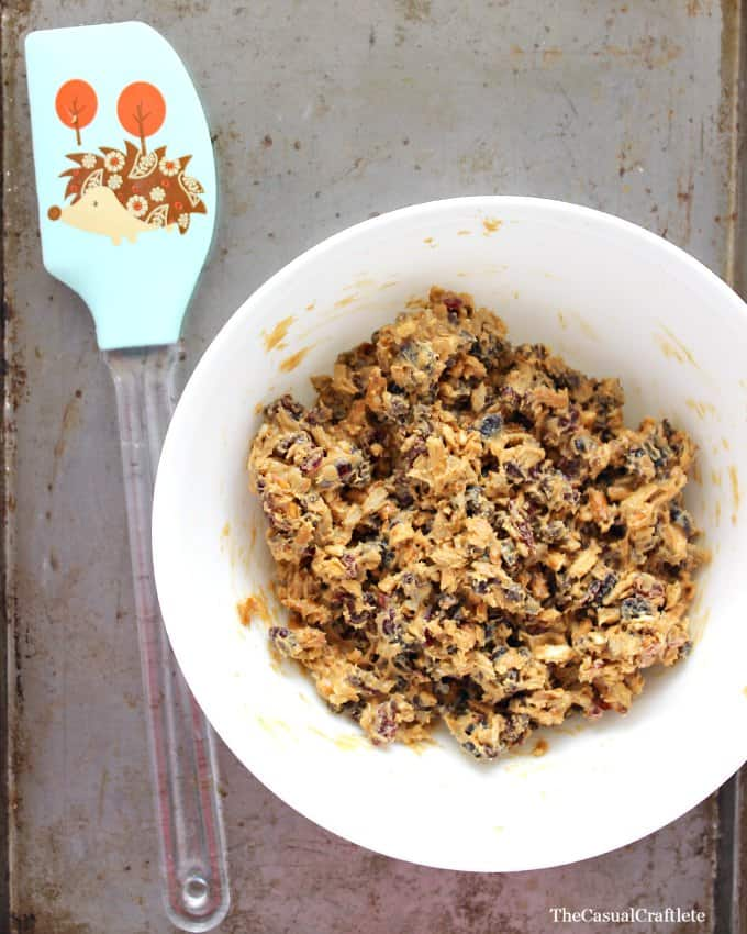 No Bake Energy Bites from www.thecasualcraftlete.com