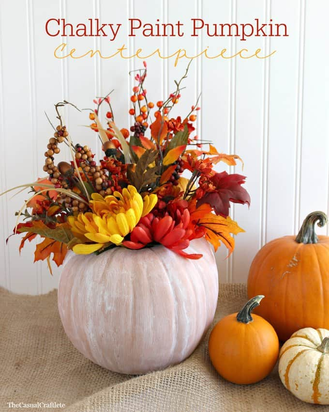 Chalky Paint Pumpkin Centerpiece from www.thecasualcraftlete.com