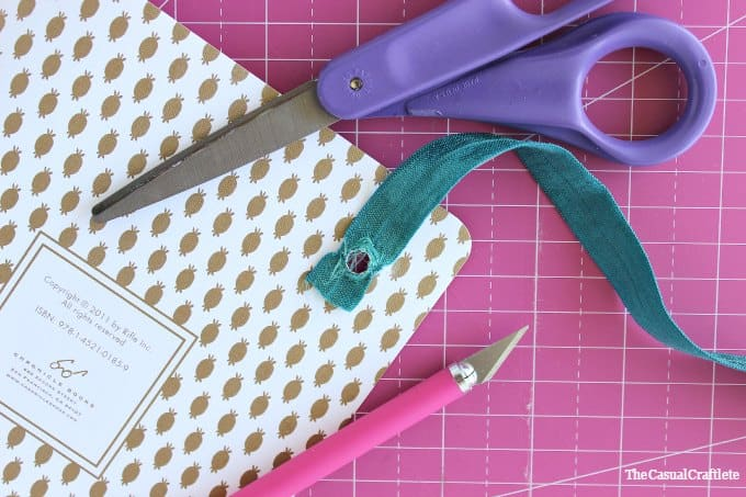 Easy to make elastic band closure notebook