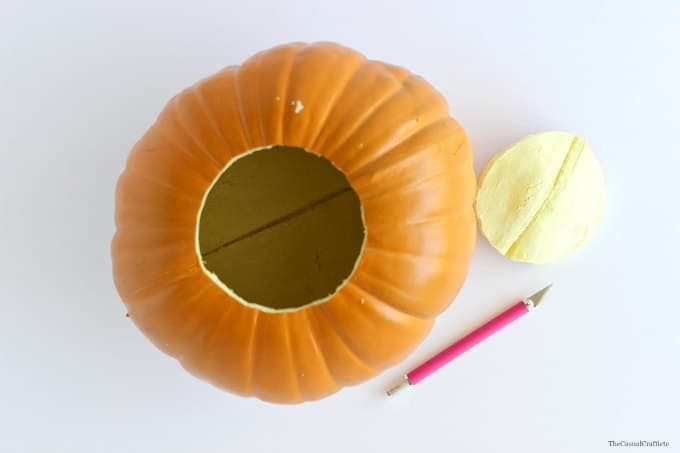 How to make a chalky paint pumpkin by www.thecasualcraftlete.com