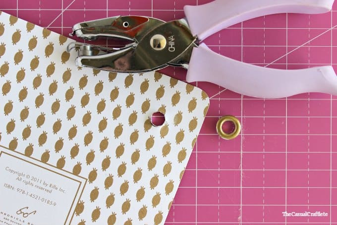 How to make an elastic band closure notebook by www.thecasualcraftlete.com