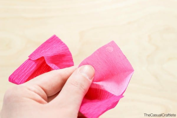 How to make a crepe paper bow