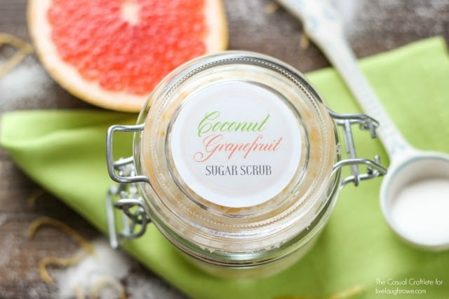 Free Printable Sugar Scrub Labels - This Coconut Grapefruit Scrub is amazing!