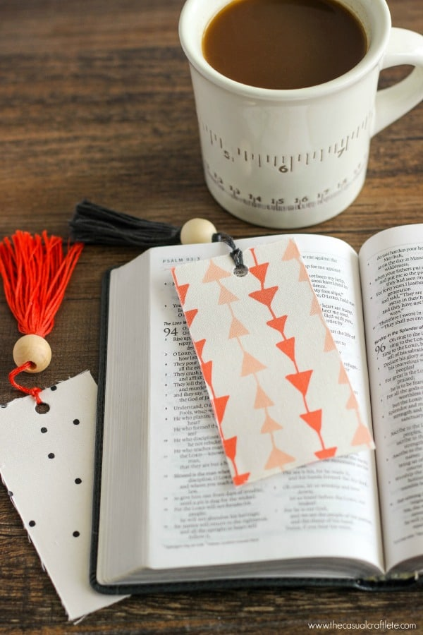 Easy to make fabric bookmarks with embroidery floss tassels by www.thecasualcraftlete.com