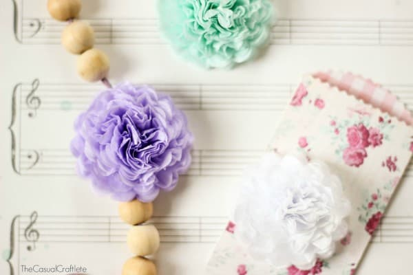 How to make tissue paper flowers by www.thecasualcraftlete.com