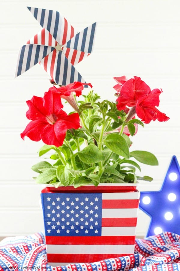 Easy DIY Patriotic Red, White and Blue Fourth of July Floral Arrangement