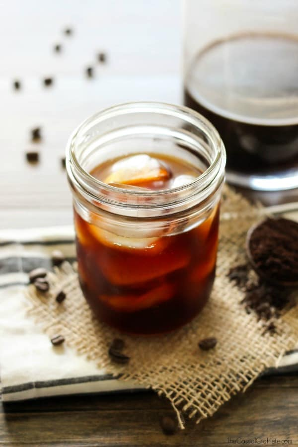 Easy Cold Brew Coffee Recipe - just a few simple steps for the perfect iced coffee!