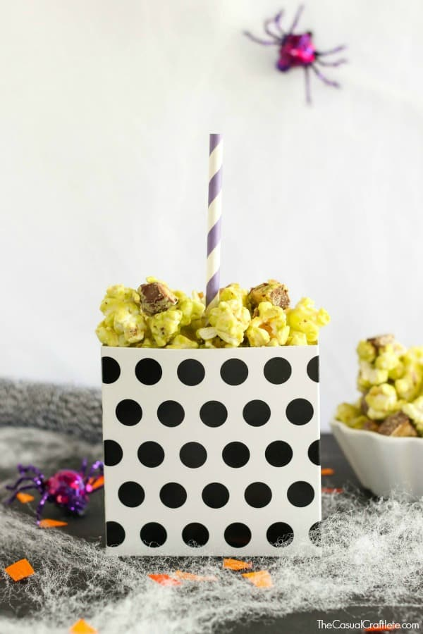 Snickers Caramel Apple Popcorn - a sweet treat for Halloween