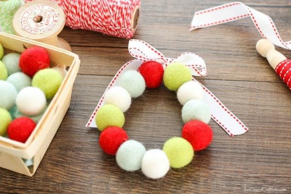 Cute and Easy Christmas Wreaths