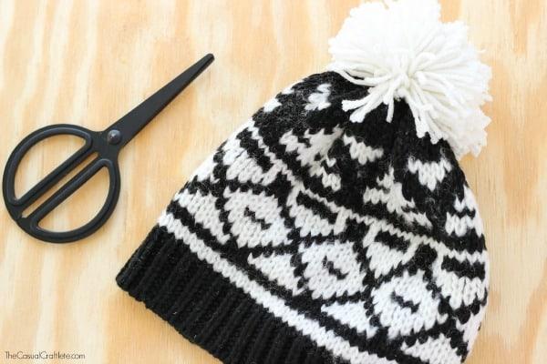 Super easy yarn pom pom hat
