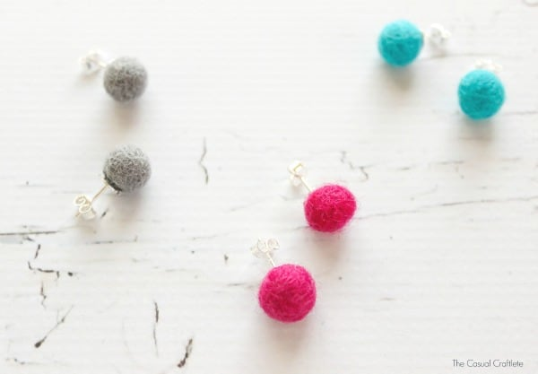 DIY Felt Ball Earrings - easy and inexpensive jewelry craft that takes just minutes to make. These earrings are so cute and make great gifts too!