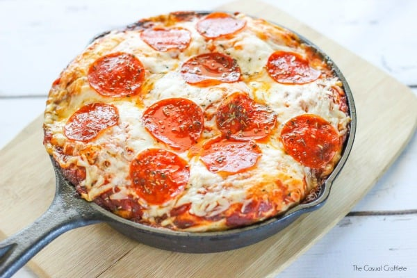 Easy Biscuit Pizza - a simple bubble up pizza recipe made with few ingredients that is budget friendly and is a quick weeknight dinner!