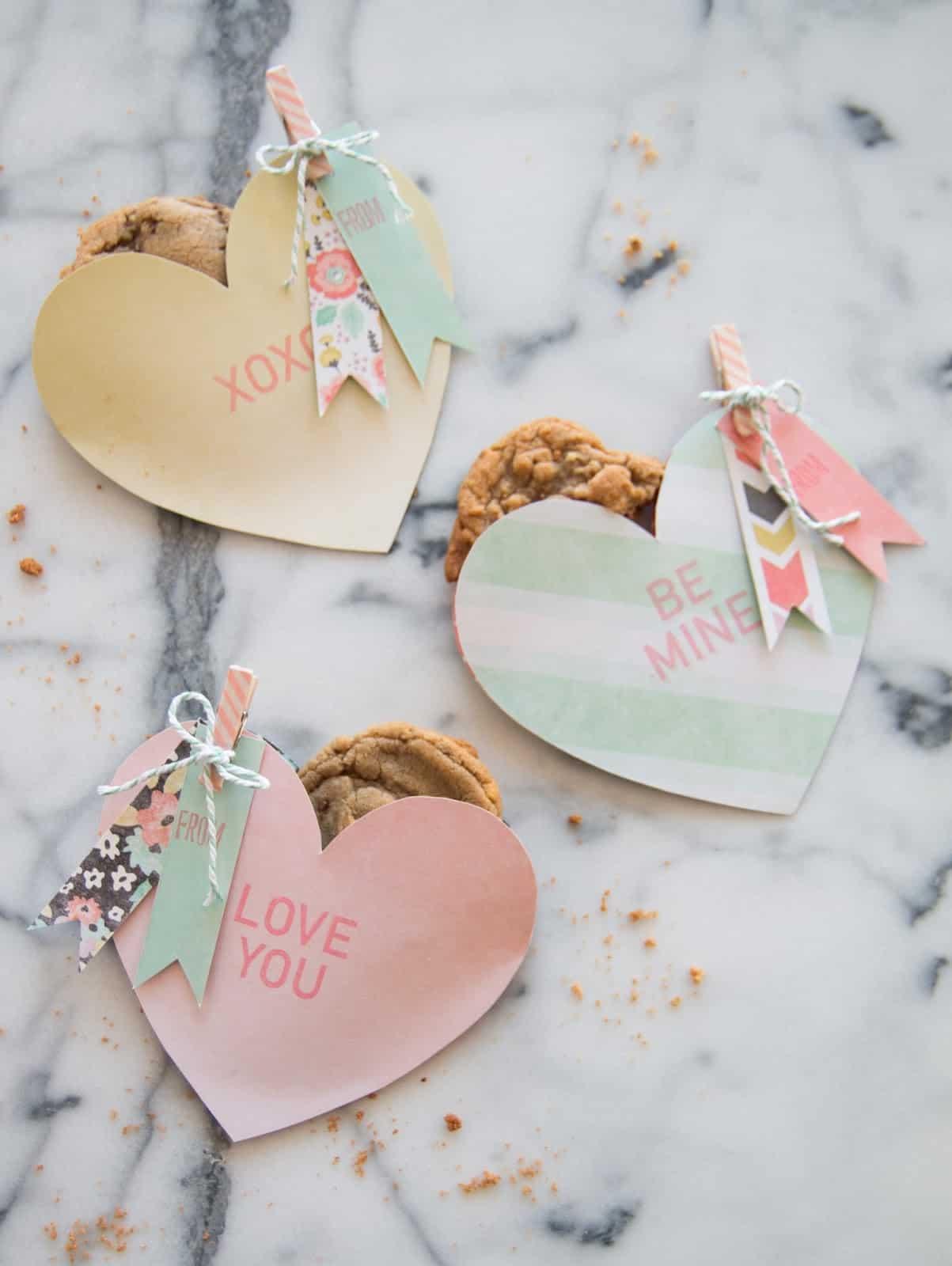 DIY-Valentine-Heart-Cookie-Pouch-29