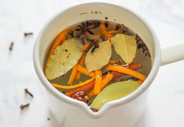 Enjoy the warm smells of the season with this easy Fall Simmering Stove Top Potpourri. This is perfect for filling your house with the scent of autumn.