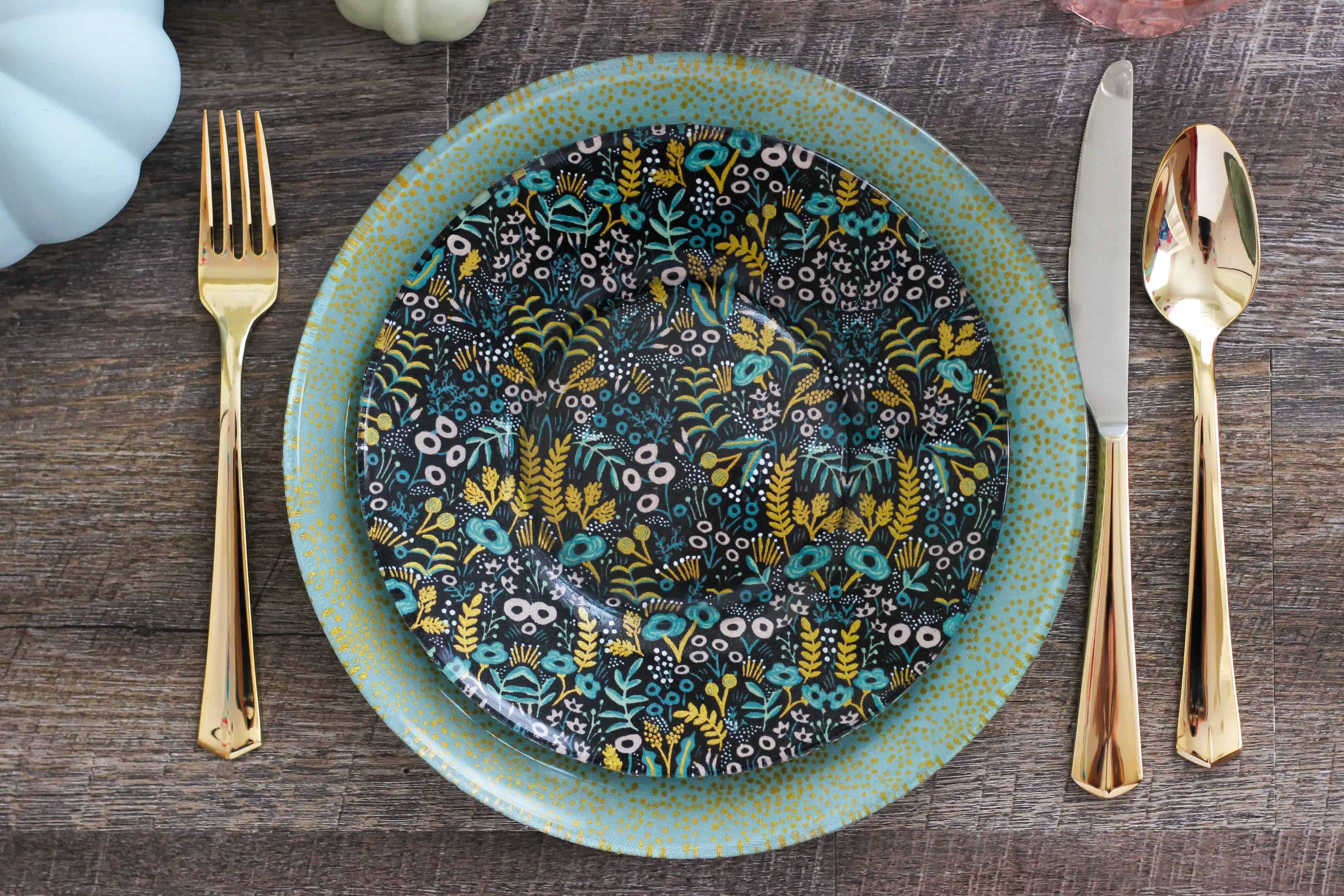 Easily create festive and stylish Decoupage Fabric Glass Plates for parties and entertaining. Great for the holidays!